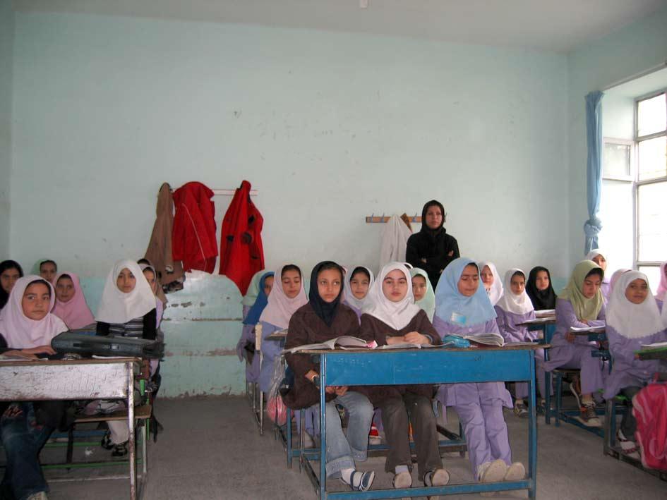آموزگار پنجم و دانش آموزان