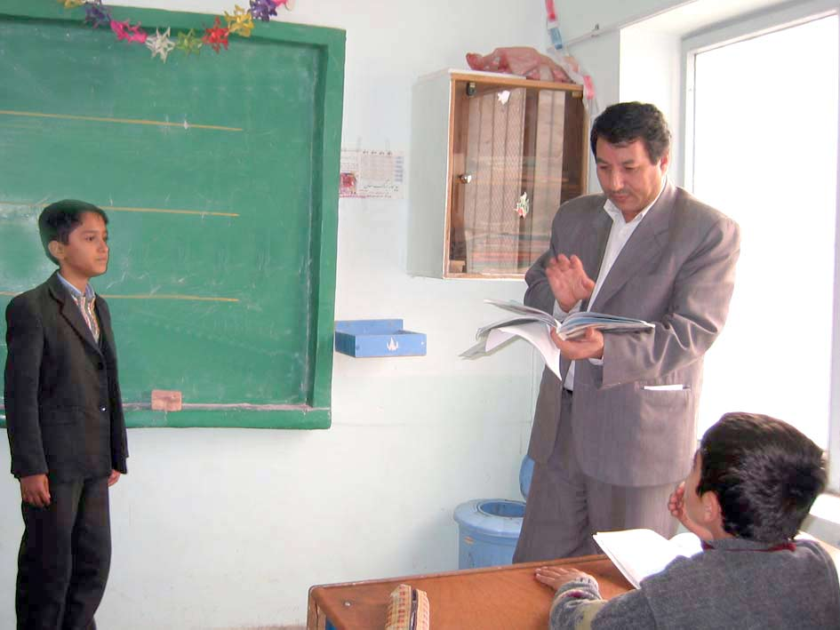 آقای سرابی در كلاس چهارم دبستان شهید سلیمان